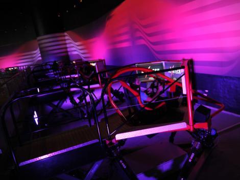 Ferrari World em Abu Dhabi tem exposição e atrações para todos