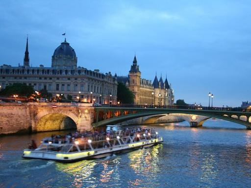Eiffel Tower Dinner and Seine River Cruise