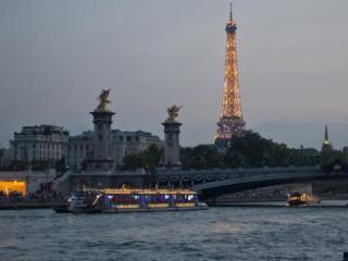 Jantar na Torre Eiffel e Cruzeiro pelo Rio Sena