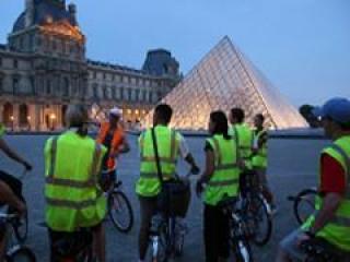 Tour noturno de bicicleta por Paris e Cruzeiro no Rio Sena