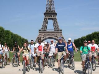 Tour de bicicleta por Paris durante o dia