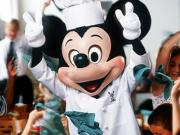 Jantar com personagens no Chef Mickey's