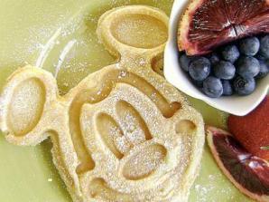 Café da manhã com personagens e transporte em Limusine