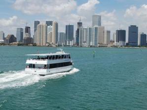 Passeio de barco no Miami Bay